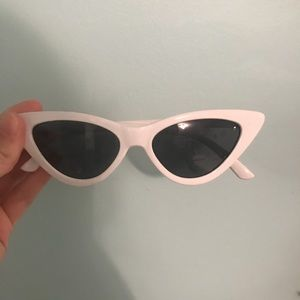 Windsor Accessories - Classic cat eye sunglasses